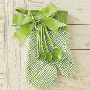Green Oven Mitt & Measuring Spoon Set