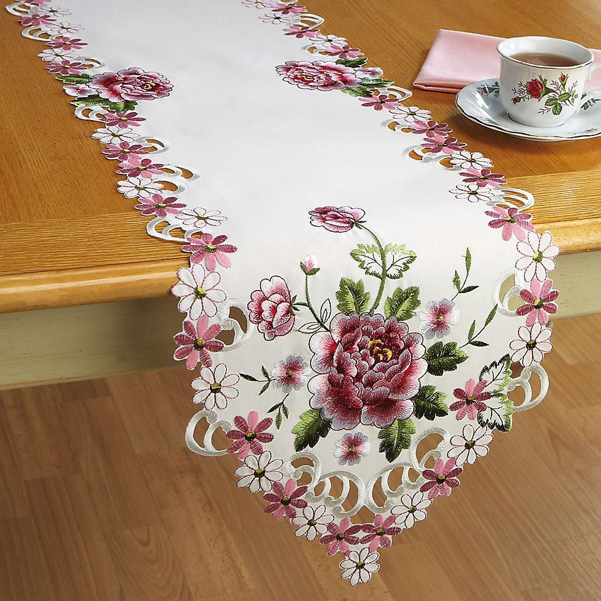 Roses Table Runner