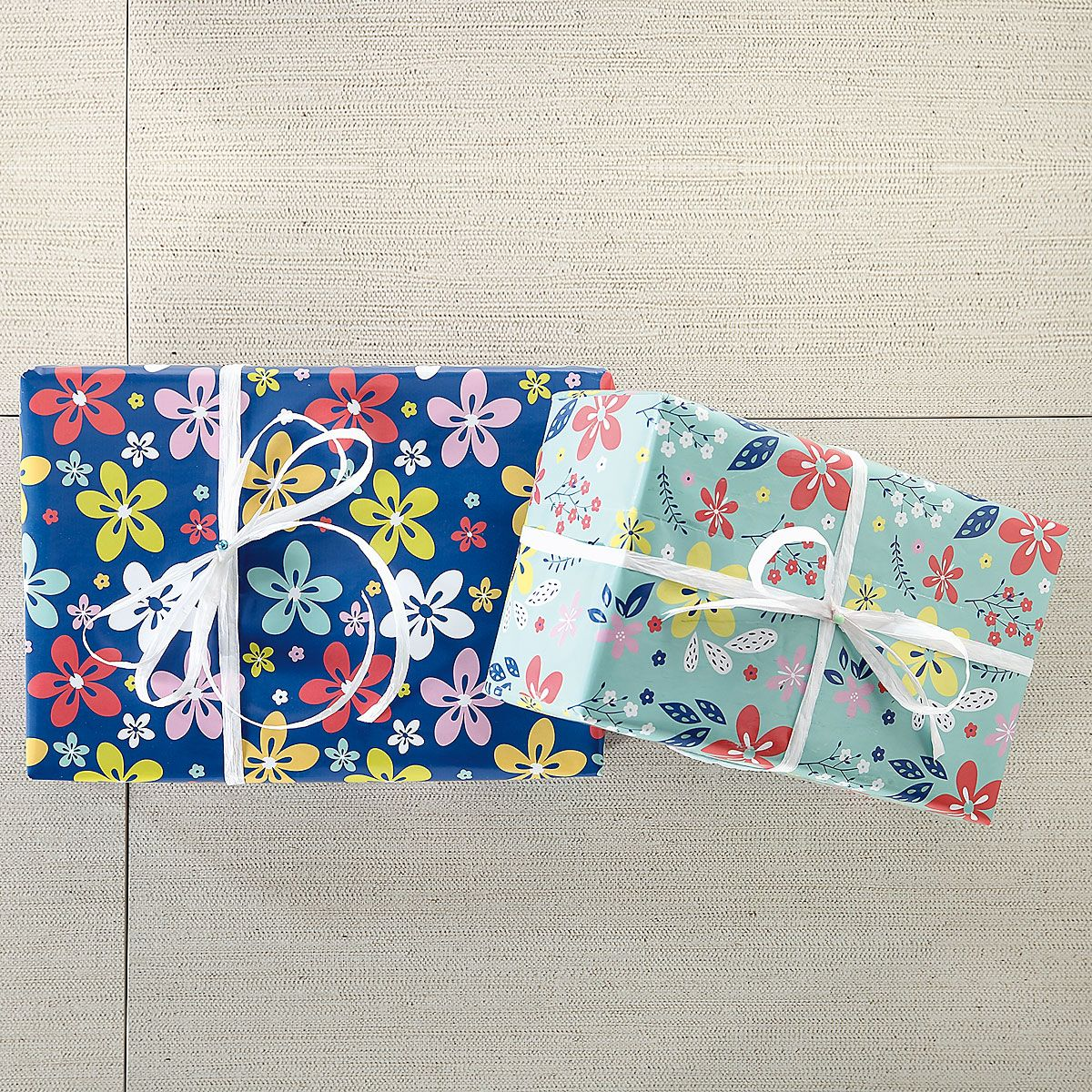 Scattered Flowers Flat Gift Wrap